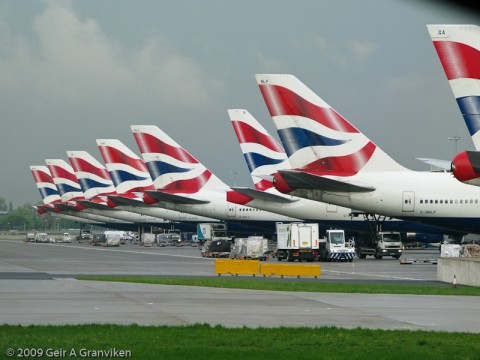 British Airways-haler langs den nye Terminal 5 på London Heathrow.