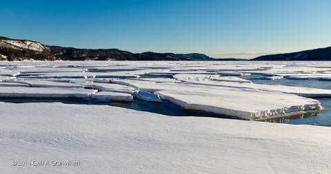 Dette er ikke fra Nordpolen eller deromkring, men Drammensfjorden i februar... Nærmere bestemt den populære stranda ved Gjerdal i Røyken.